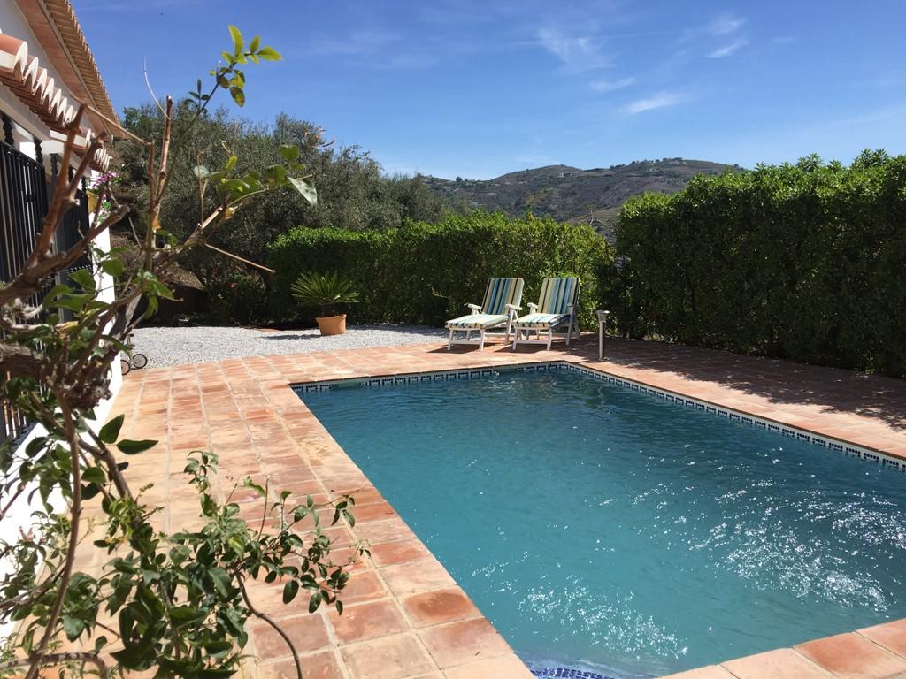 Luxe vakantiewoning 50 km vanaf Malaga met privé zwembad, privé oprit,nabij authentieke Spaanse dorpjes. Introductiekorting 10% (geldig t/m 31 maart).