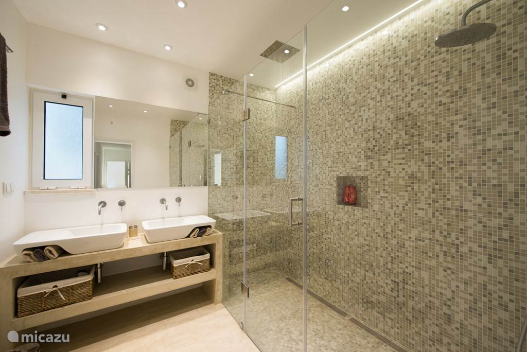 Badkamer voor kamers 1 en 2