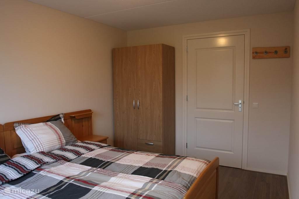 2 persoons slaapkamer met seniorenbed beganegrond (slaapkamer 1)