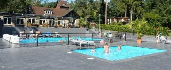 zwembad op het park