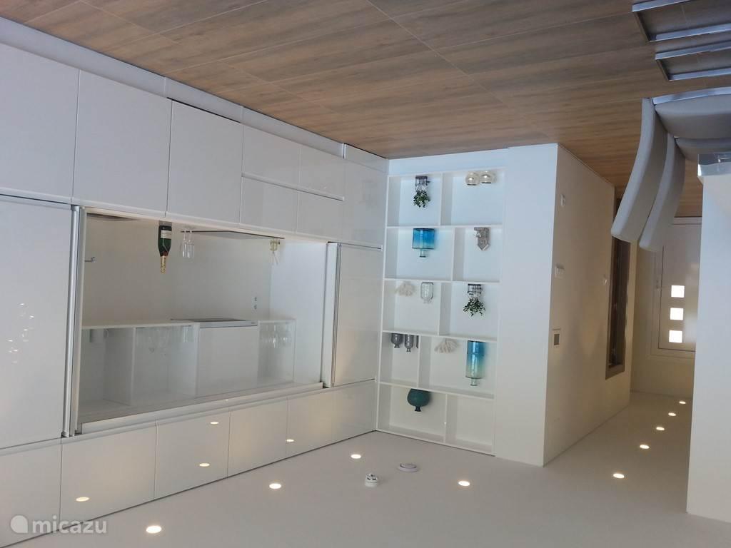 Keuken kan - na gebruik - door de kastwanden aan het zicht worden onttrokken