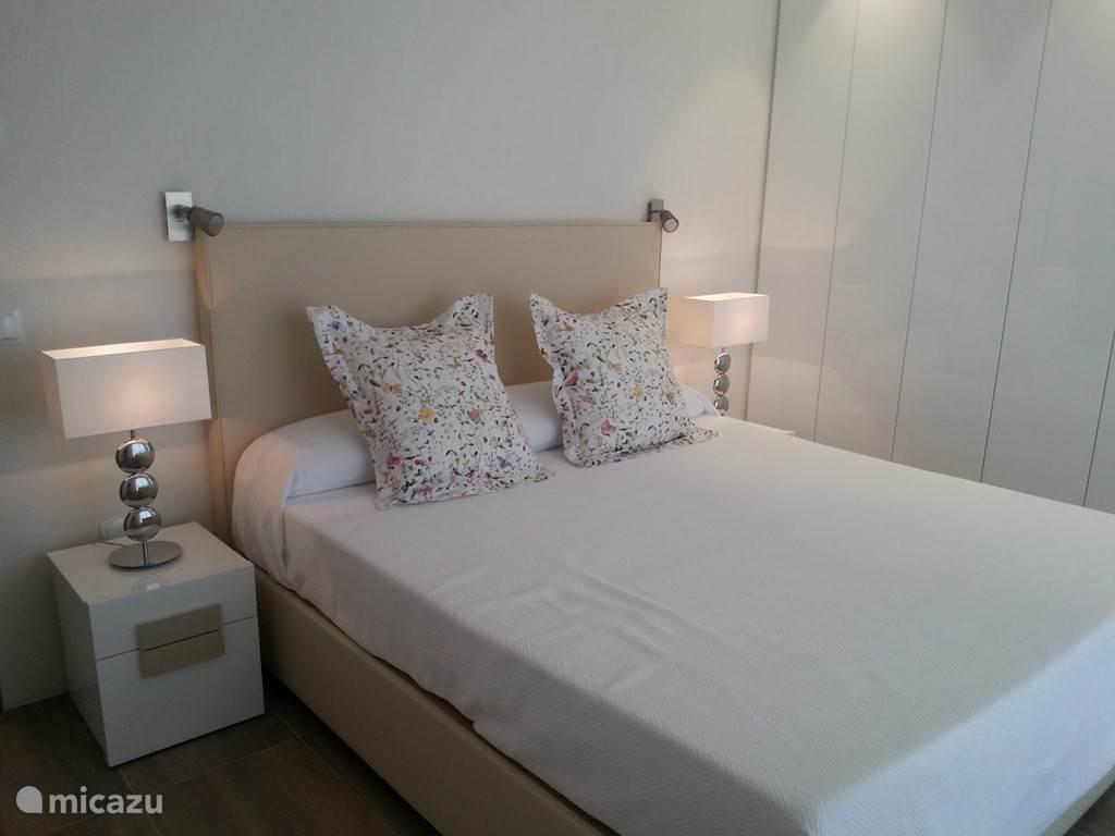 Slaapkamer 1 met queensize bed