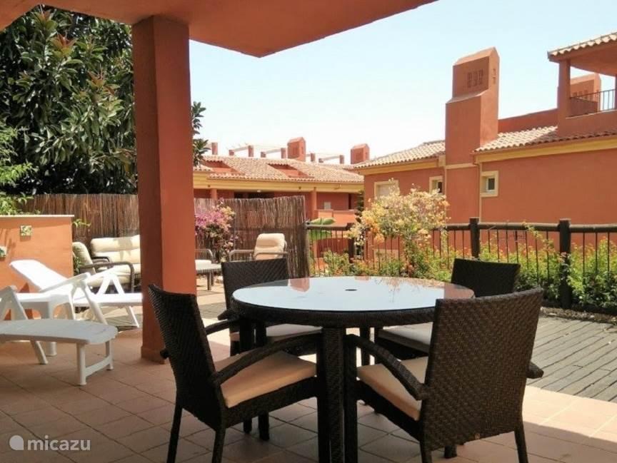 Balkon met zithoek appartement Reserva de Marbella