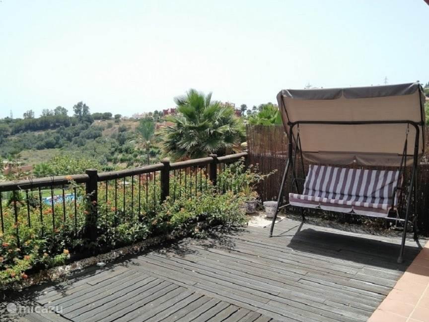 Balkon met schommelbank appartement Reserva de Marbella