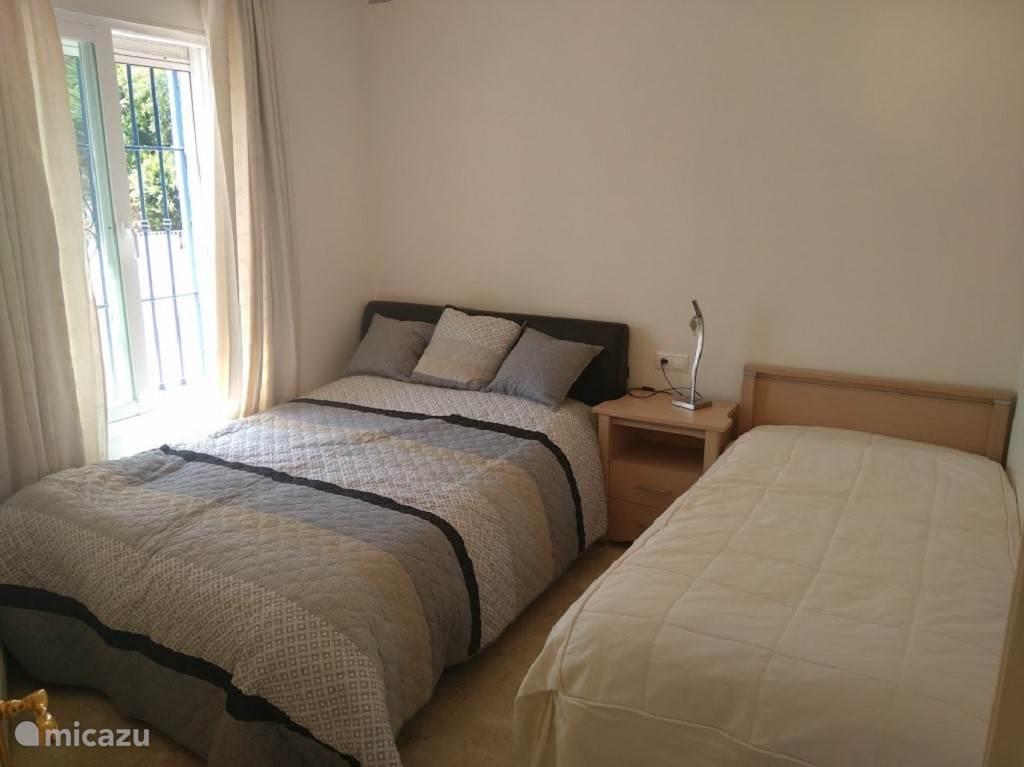 Slaapkamer 2 appartement Jazmin