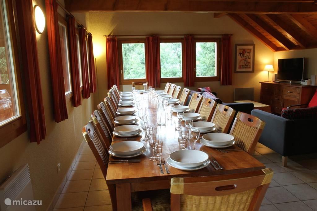Eettafel voor 16 personen
