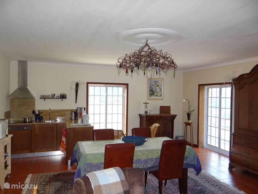 woonkamer met keukenhoek