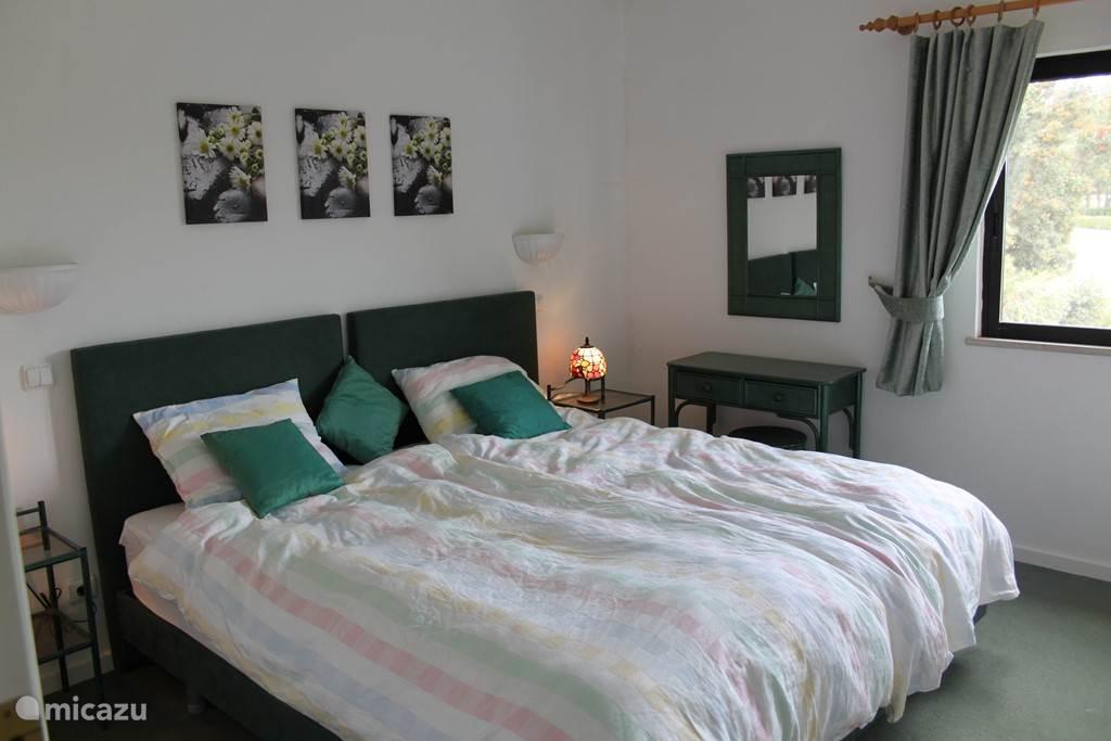 2e slaapkamer met 2 eenpersoonsbedden