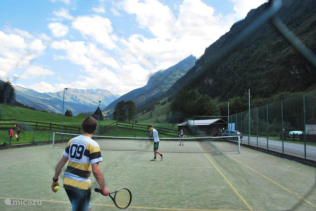 Tenniscourt of the goldgrube with super views.