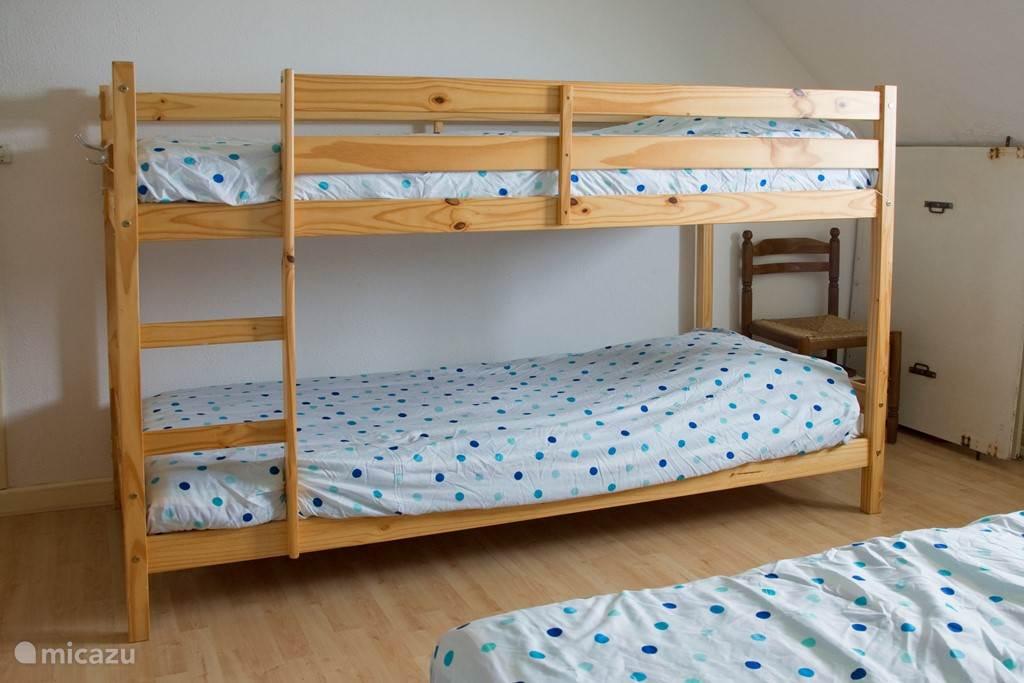 5 person bedroom