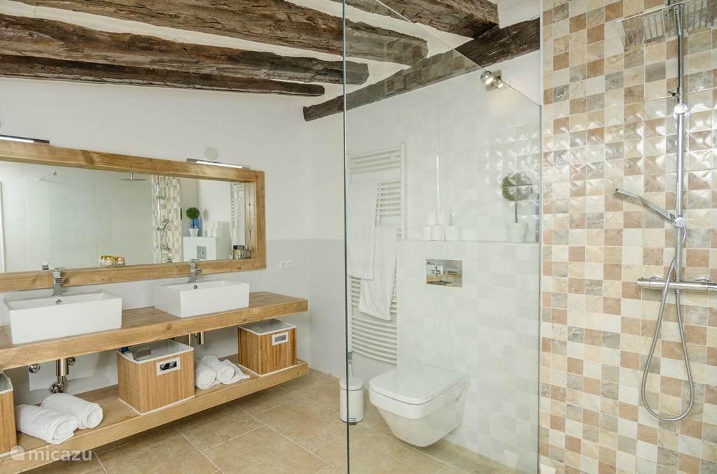 Zijn en suite badkamer