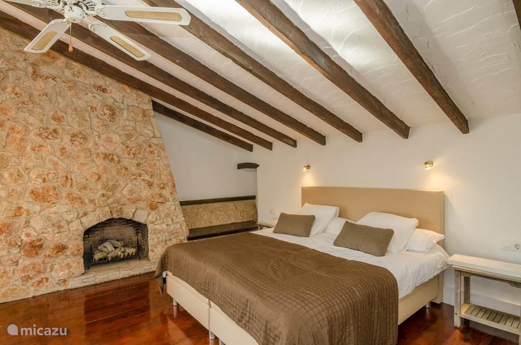 slaapkamer op etage plm 90m2 !!!
