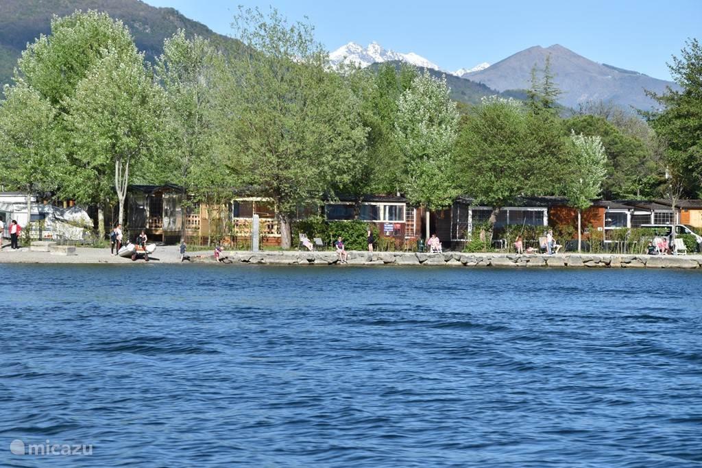 Het park, direct aan het meer