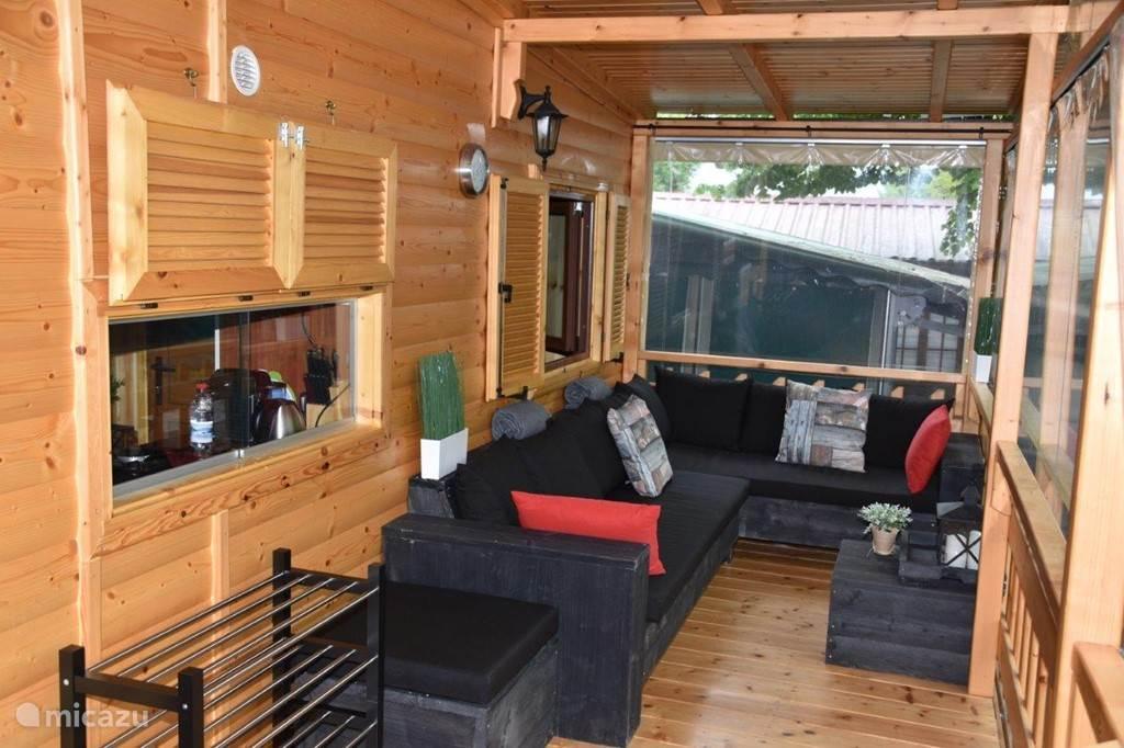 terras van 17 m2 met loungeset