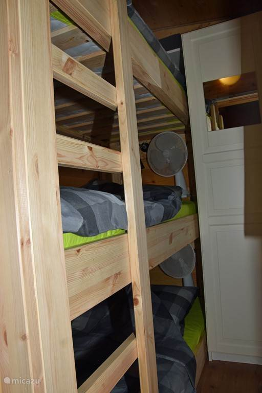 3 layer bunkbeds