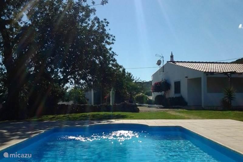 ferienhaus casa da eira in moncarapacho algarve portugal mieten micazu. Black Bedroom Furniture Sets. Home Design Ideas