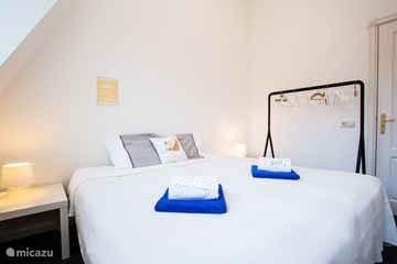 Slaapkamer 2 met twee bedden