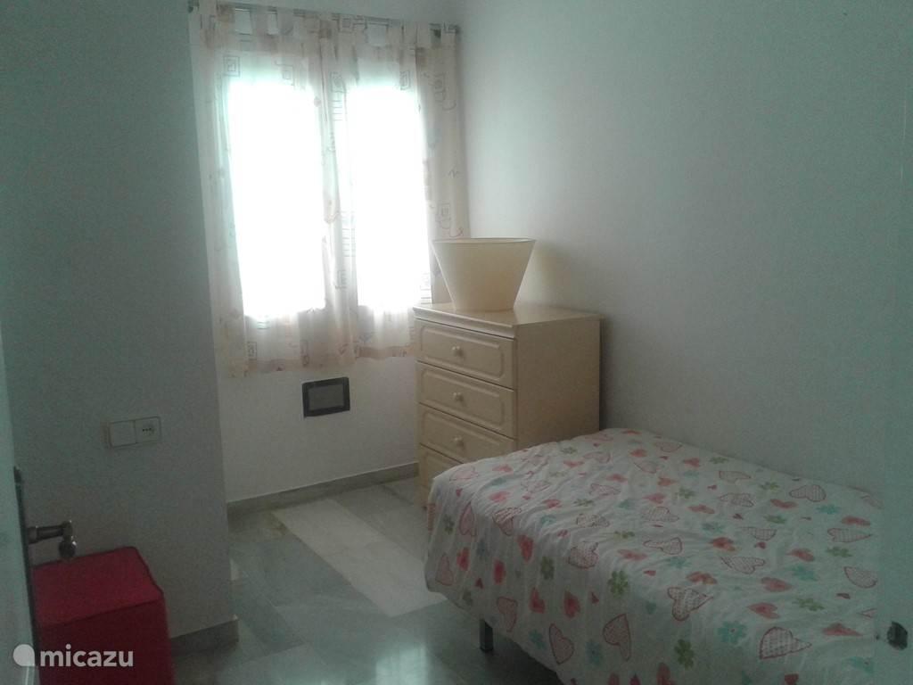 2de slaapkamer met 2 bedden