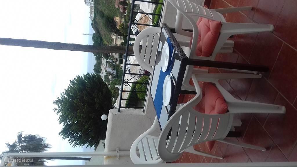 heerlijk uitrusten op de balkon