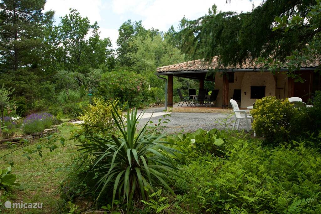 Your holiday villa surrounded by greenery with complete privacy at the foot of the Cevennes