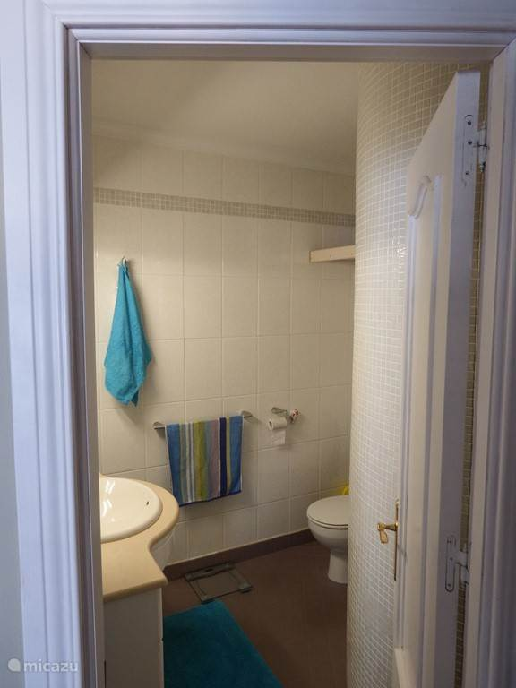 entree badkamer en toilet