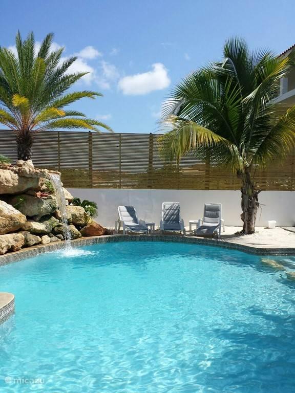 Heerlijk relaxen in of aan het zwembad!