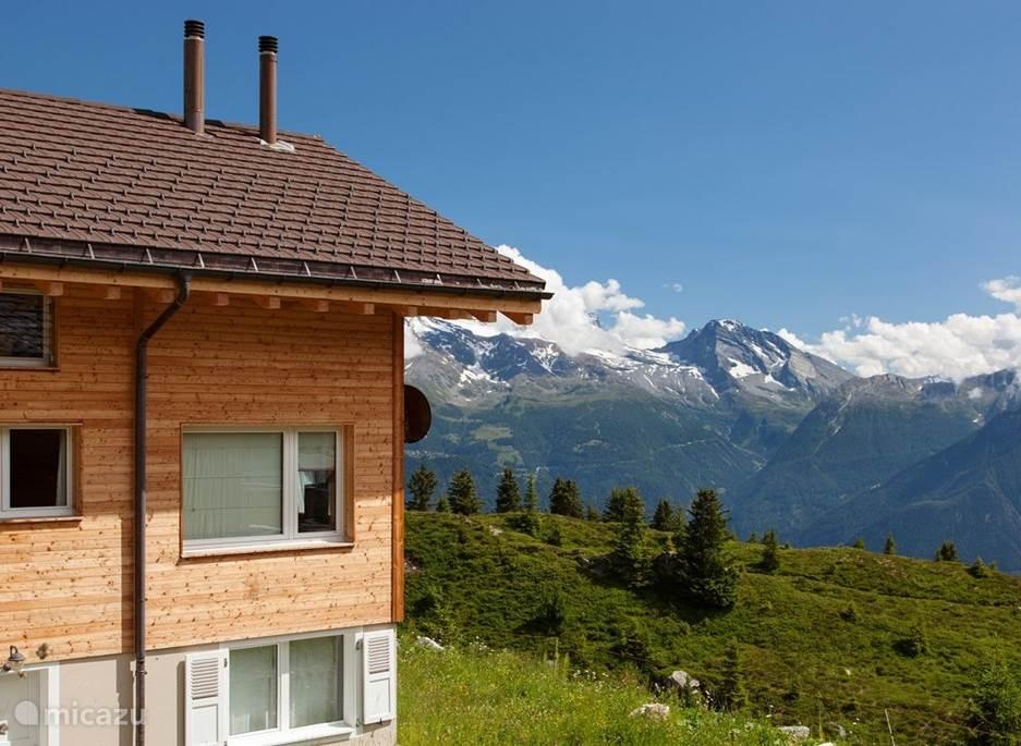 Dit is ons Chalet met uitzicht op de zuidelijke alpen, oa. de Simplon pas
