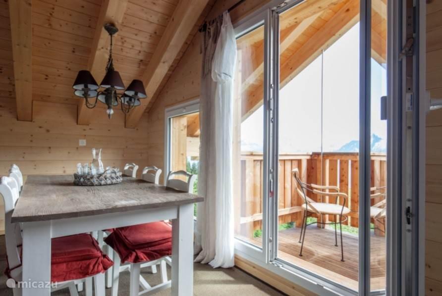 Vanuit de keuken zicht op het Balkon.