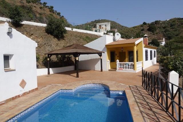 Onze finca Casa Rosalia is nog te huur van 22-8  tot 11-9. Geniet van de zon, de rust, en het zwembad. 15 min. van het strand van Torre del Mar.