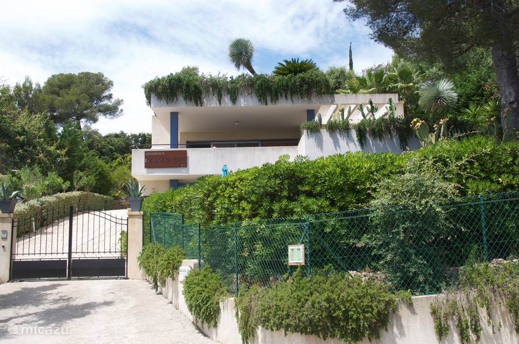 Vacation rental France, French Riviera, Saint-Aygulf apartment Résidence Les chênes verts