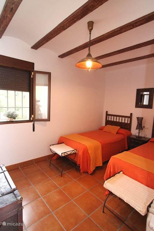 Slaapkamer met 2 éénspersoonsbedden