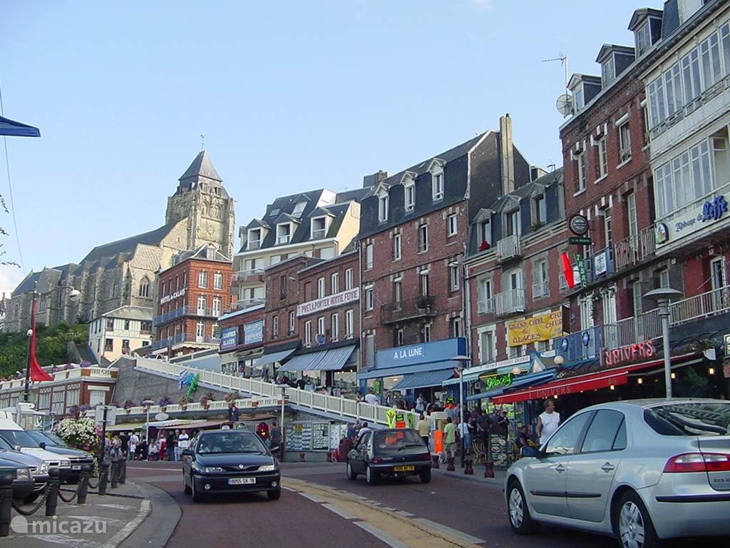 Le Treport de boulevard met boutiques