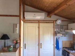 Toilet door (left) and bathroom (right) surmounted air conditioning / heating