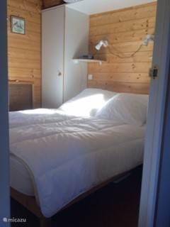 De tweepersoons slaapkamer
