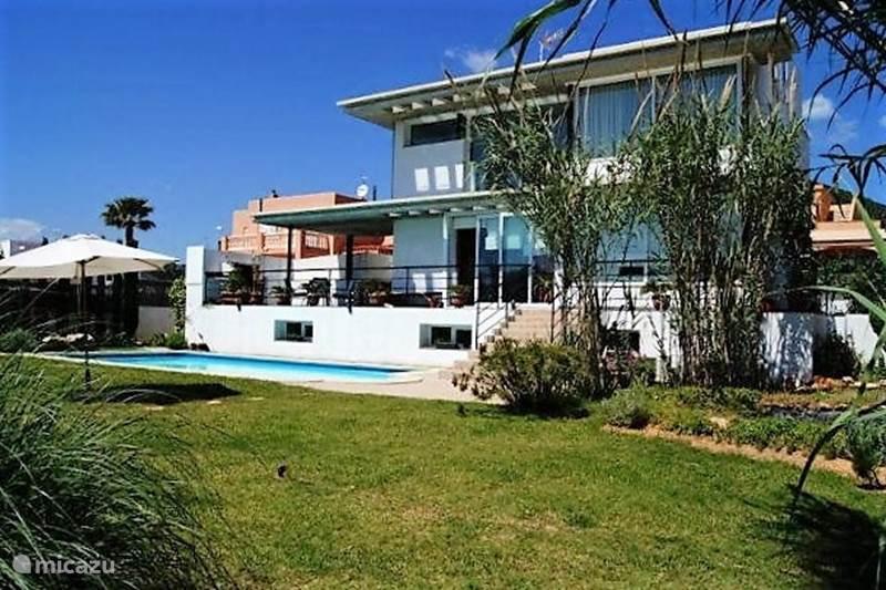 villa villa can burgos in ibiza stad ibiza spanien mieten micazu. Black Bedroom Furniture Sets. Home Design Ideas