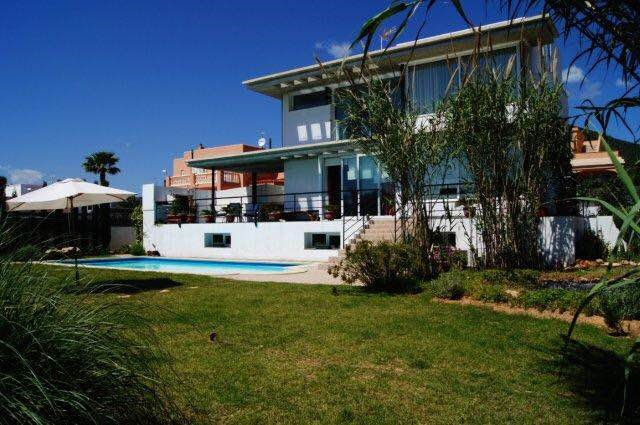 Vakantievilla in de herfstvakantie Noord, laatste week van oktober. Huis met groot zwembad voor 11 personen. Vlakbij Ibiza stad.Van €2750 voor €1950.