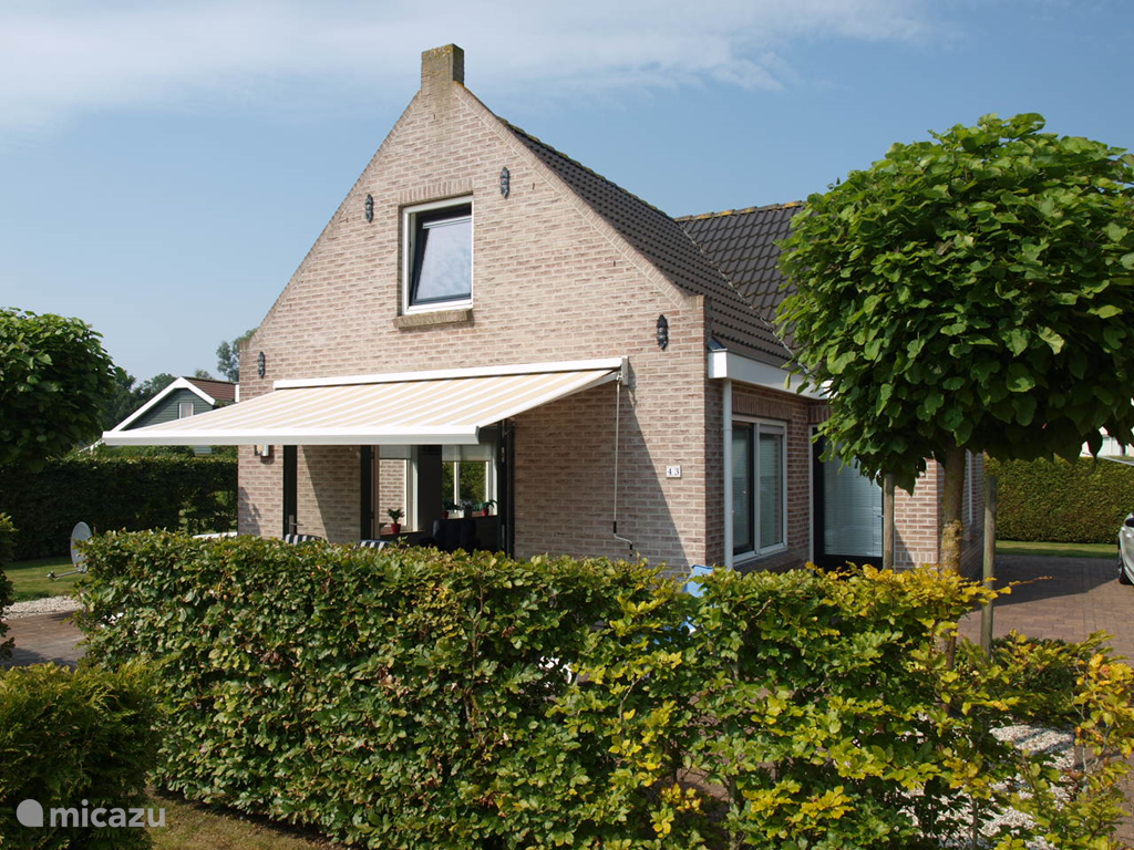 Vacation rental Netherlands, Friesland, Tzummarum holiday house Country house Stins
