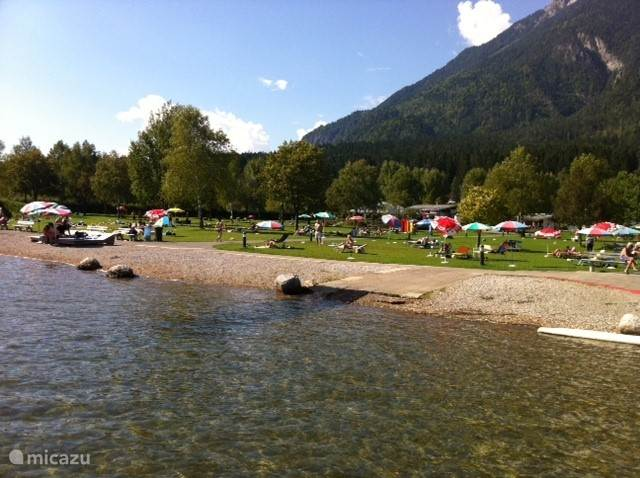 Swimming and sunbathing at the Presseggersee.
