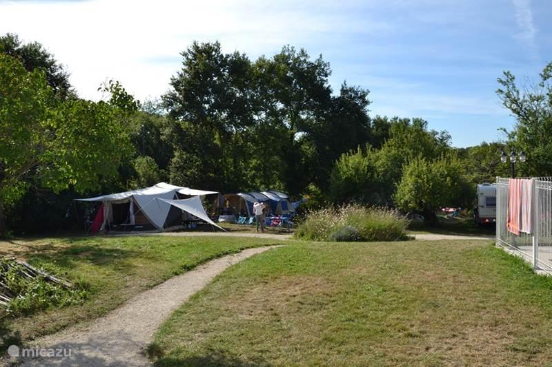 G te h tte ferienhaus mit pool und mini camp in for Mini ferienhaus