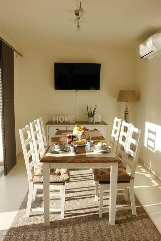 De eetplaats is voorzien van alle comfort en is hedendaags ingericht. Flat screen tv met TV Vlaanderen, Wifi...