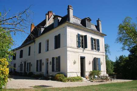 Vacation rental France, Dordogne, Chenaud – manor / castle Hunting Lodge Le Logis