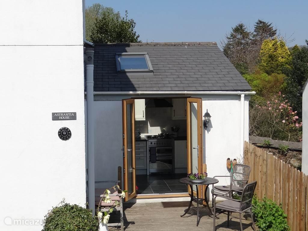 openslaande deuren van het terras naar de keuken