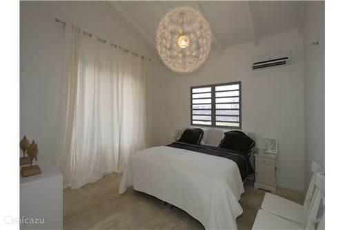 Tweepersoonsslaapkamer met badkamer en suite