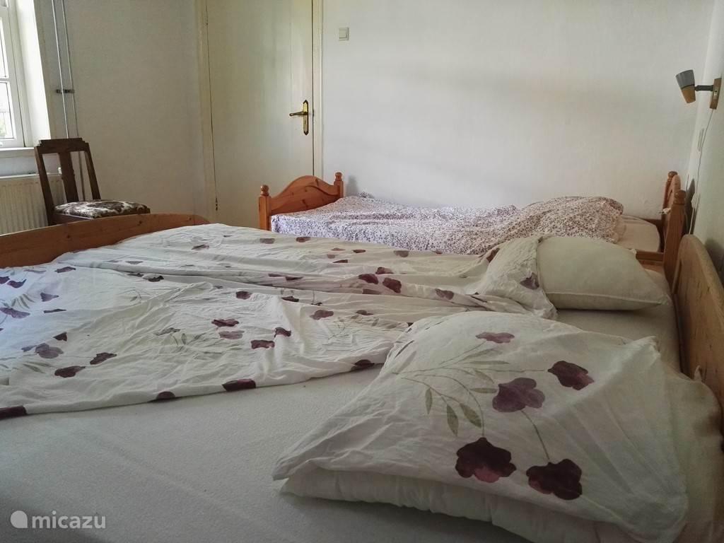Slaapkamer 1 met drie slaapplaatsen