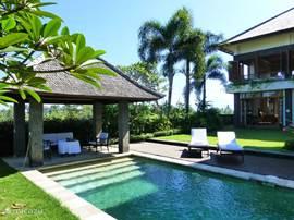 Villa villa kawan in tanah lot bali indonesi huren - Terras beschut ...