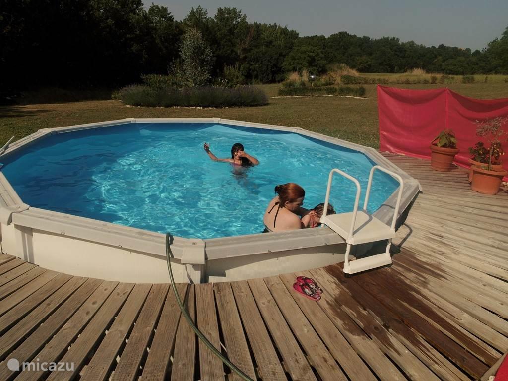 veel plezier van het zwembad
