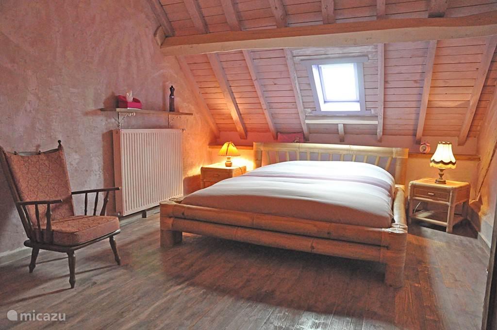 De paars gedecoreerde slaapkamer