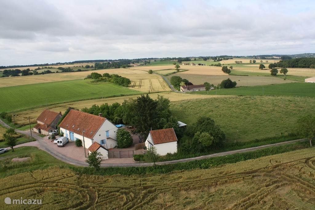 luchtfoto van Domaine Les Barreaux