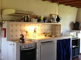 Vakantiehuis verdemar casa azul zwembad in cercal do alentejo alentejo portugal huren - Deco lounge open keuken ...