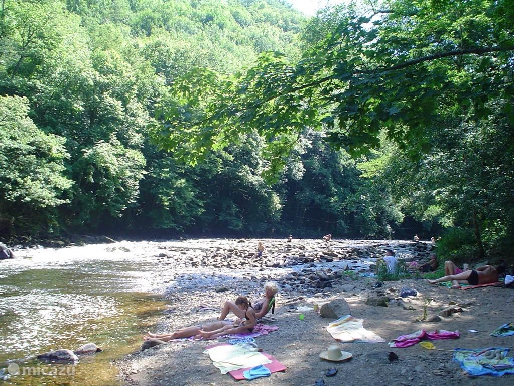 Strandje aan rivier de Sioule